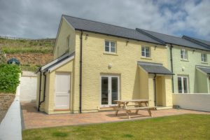 Puffin Cottage self catering 3 bedroom sleeps 6 beach front